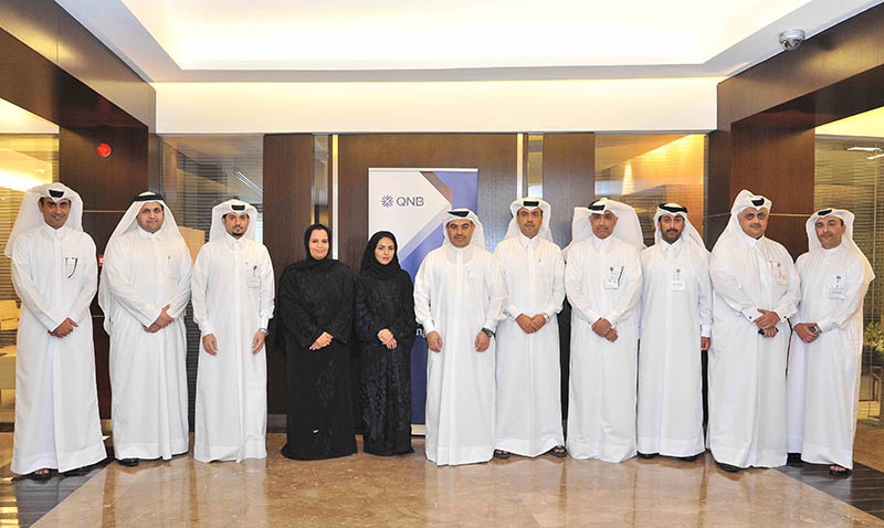 QNB honors employees graduated 2 [qatarisbooming.com].jpg