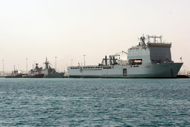 Visiting warships dock at 1 [qatarisbooming.com].jpg