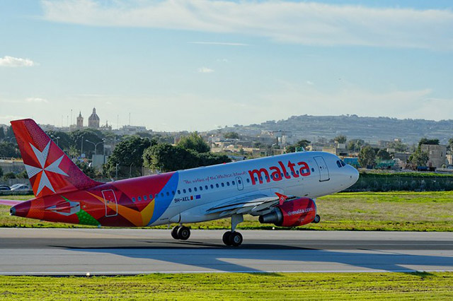 Qatar Airways and Air Malta sign 2 [qatarisbooming.com].jpg